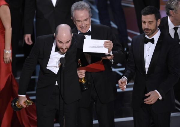 La La Land producer Jordan Horowitz, Warren Beatty and Jimmy Kimmel during the Oscars mix-up ( Chris Pizzello/AP)