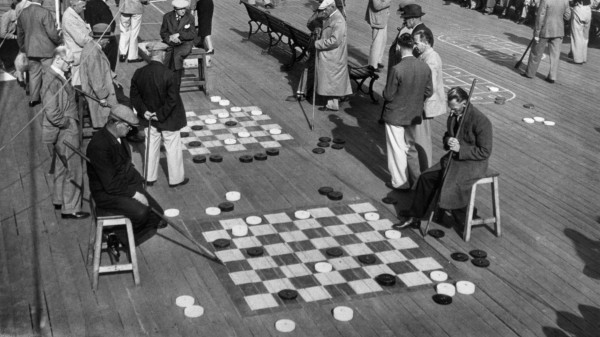 The public play draughts