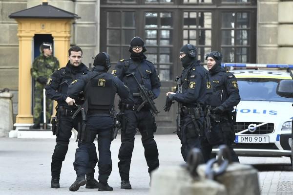 Armed Swedish police