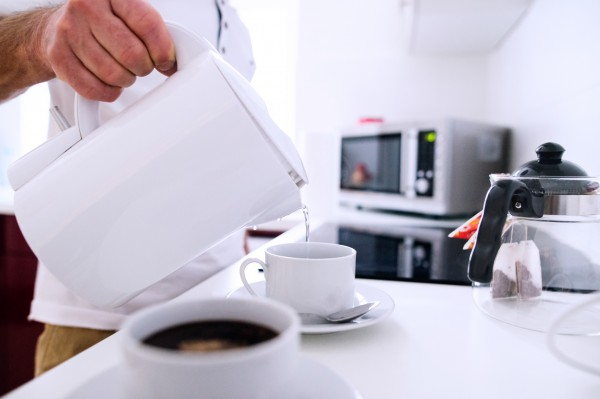 making a cup of tea in the microwave (Halfpoint/Thinkstock)