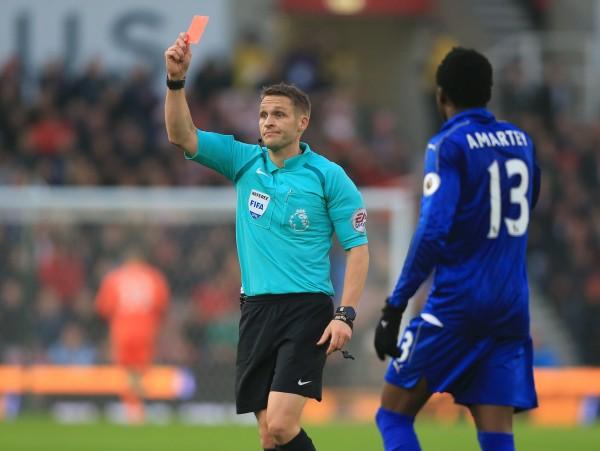 A referee sends off Jamie Vardy