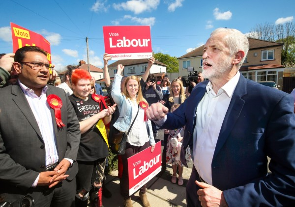 corbyn talks to supporters (Danny Lawson/PA)