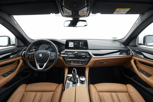 The interior of the 5 Series Touring takes many cues from the larger 7 Series