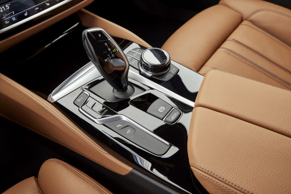 An eight-speed dual-clutch automatic gearbox shifts smoothly
