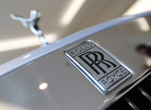 the front of a Rolls-Royce Wraith