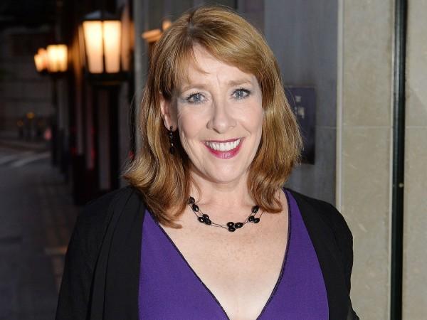 Phyllis plays widowed Linda.