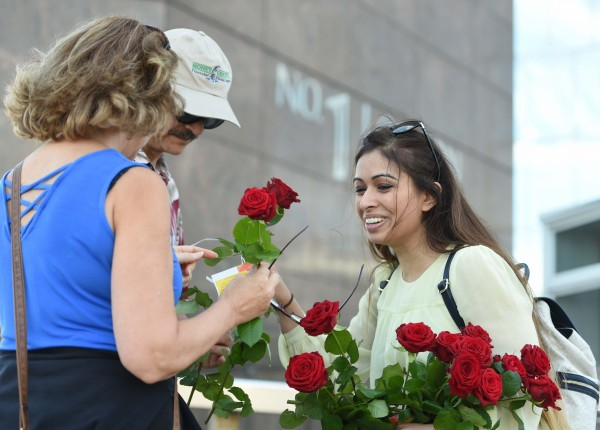 roses handed out on london bridge (David Mirzoeff/PA)