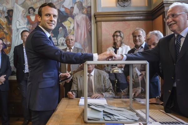 Christophe Petit-Tesson/AP