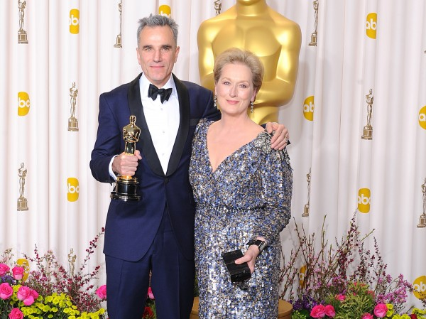 Daniel picks up his Lincoln Oscar with Meryl Streep.