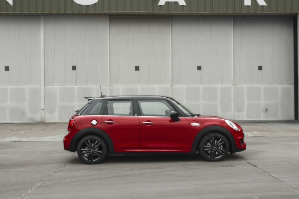 The 210 retains many iconic Mini styling touches